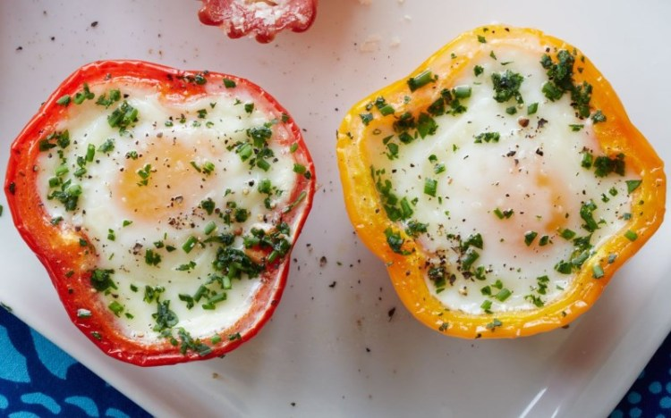 bell-pepper-egg-in-a-hole-healthy-breakfast